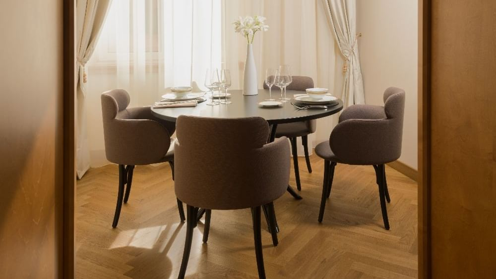 Grand Corner Suite - Dinning room