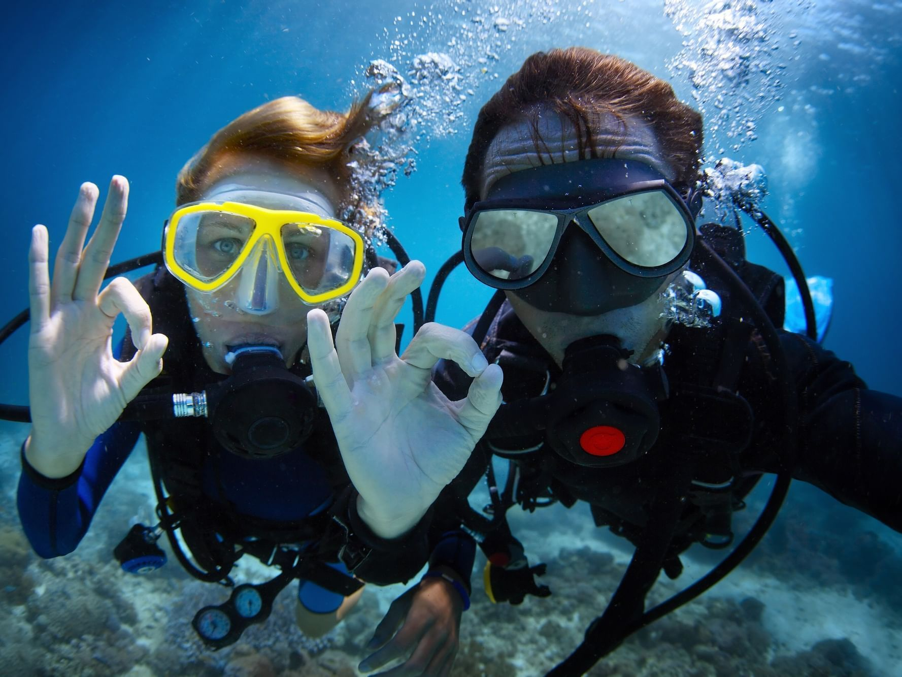 Two guest scuba diving at Daydream Island Resort