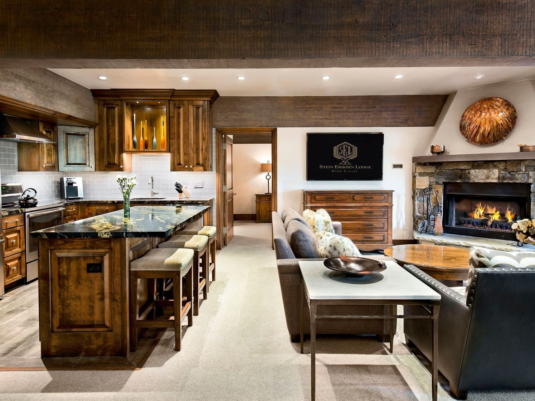 SEL_Rm_172-1_LSTH_Living_Kitchen