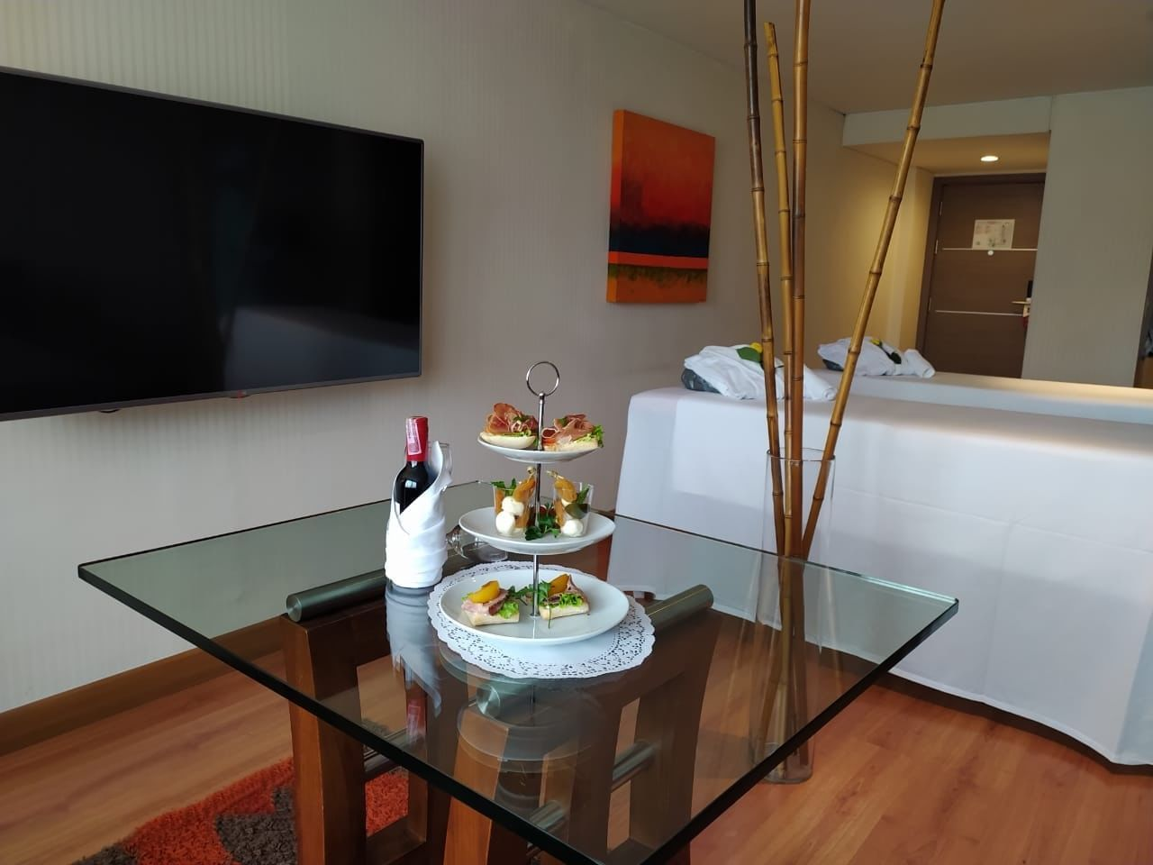 Food and wine served in Harmony Deluxe at Bogotá Plaza Hotel
