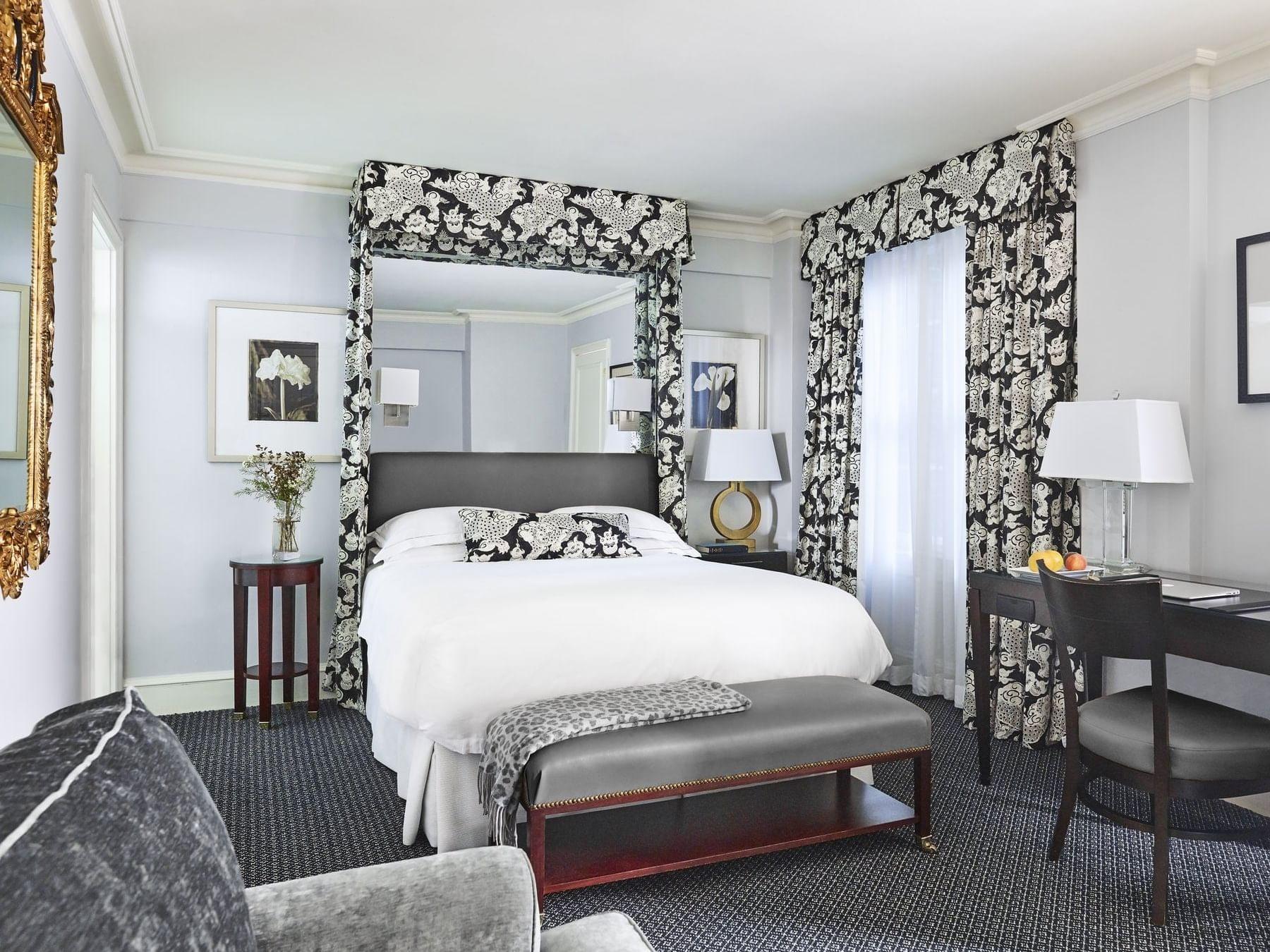 Deluxe Double Guestroom with one queen bed