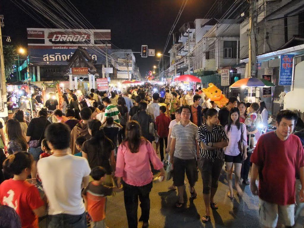 Wualai Walking Street (Saturday Night Market)
