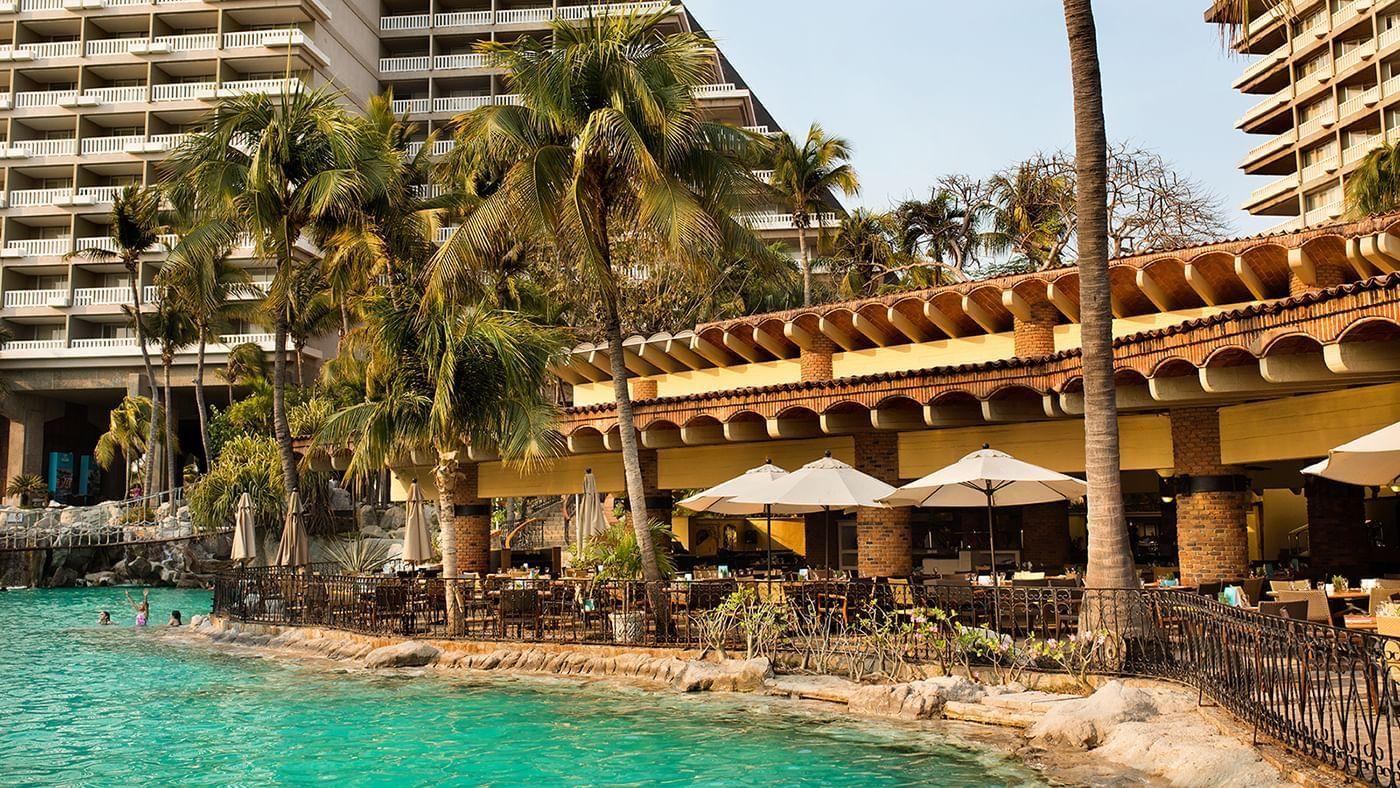 Outdoor dining area at Chula Vista Restaurant in Princess Mundo Imperial