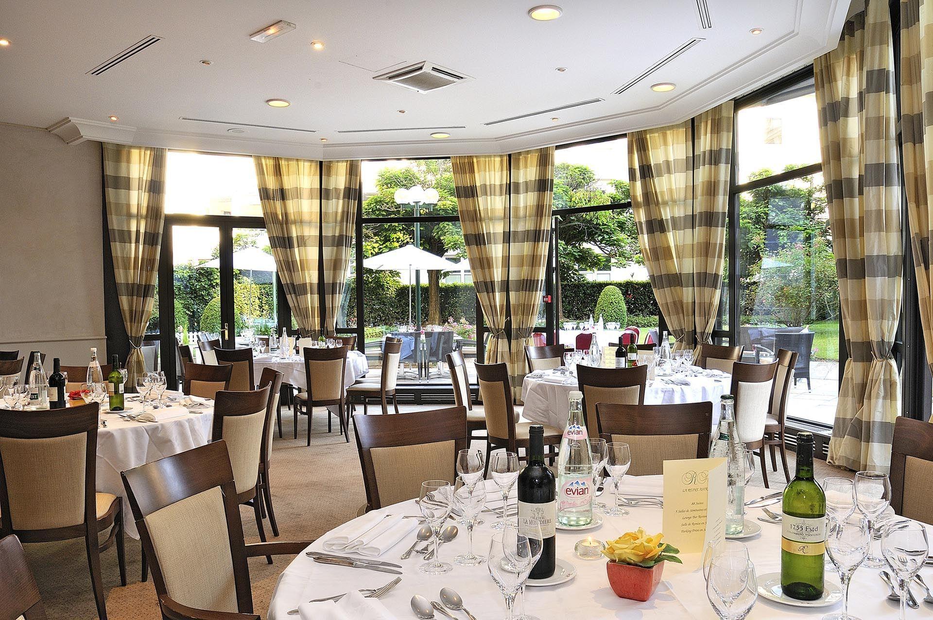 Banquet Salon Roseraie