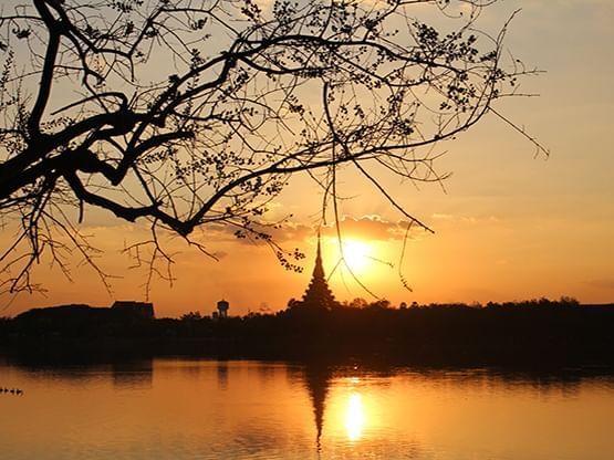 บึงแก่นนคร (Bueng Kaen Nakhon) - HOP INN HOTEL
