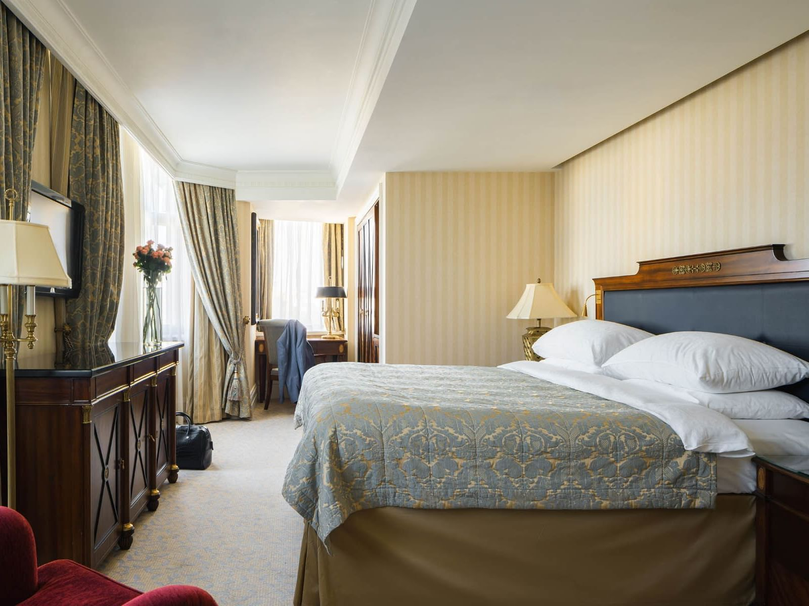 Relax in Ambassador Suite rooms at Intercontinental Kyiv hotel