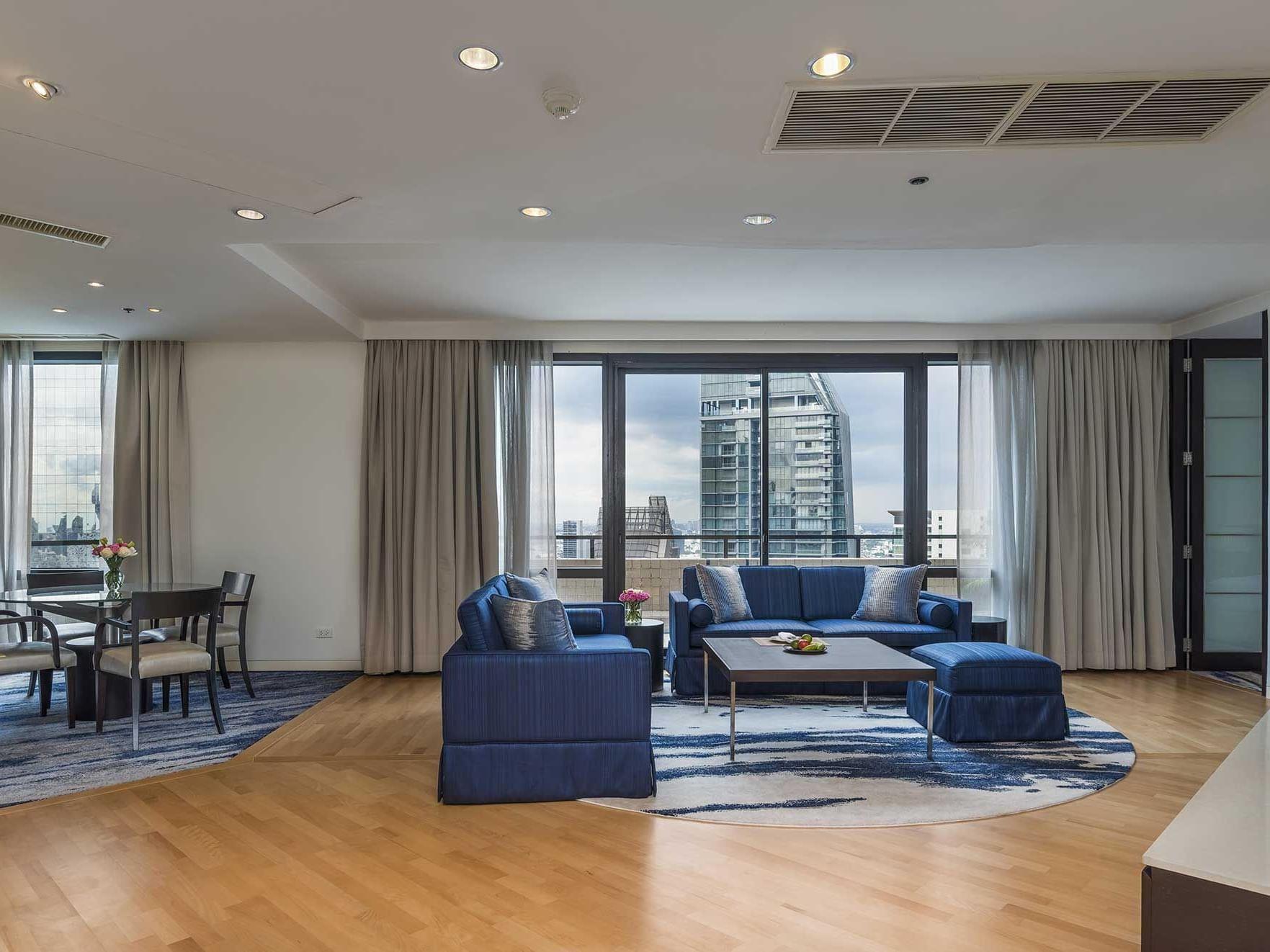 Two bed executive suite city view Emporium suite by Chatrium