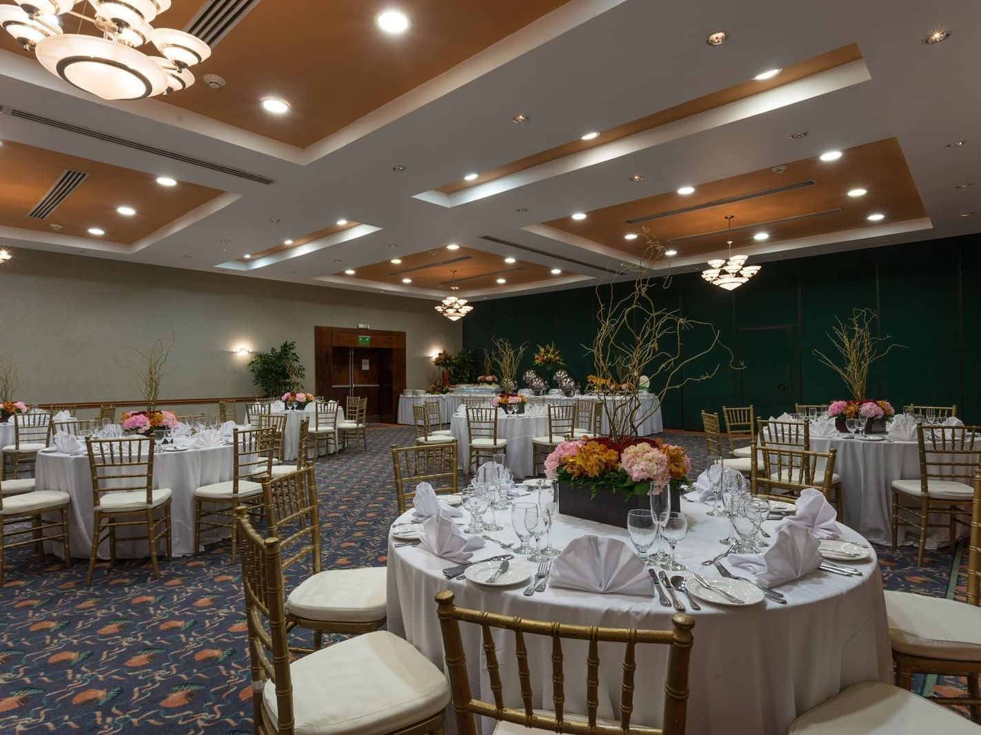 Table setting in Rosehall Club at Holiday Inn Montego Bay