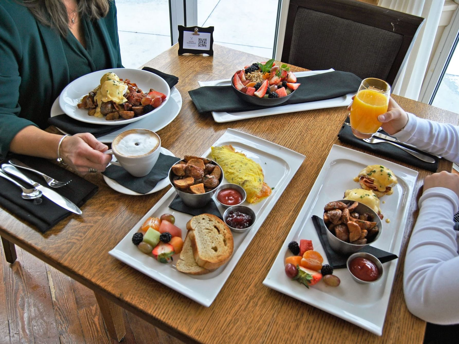 A couple having breakfast at Manteo Resort