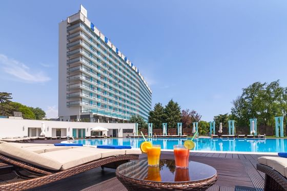 Drinks from the Pool bar at Ana Hotels Europa Eforie Nord