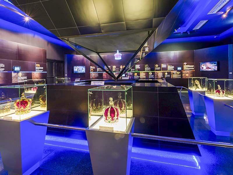 Gem and Jewellery Centre near Chatrium Golf Resort Soi Dao Chanthaburi
