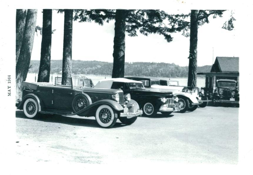 An old picture of cars parked outside the Alderbrook Resort