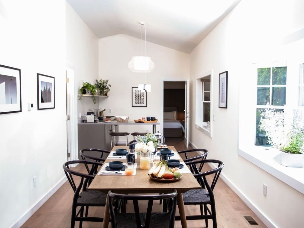 3 Bedroom Cottage with Kitchen and Dining Room, The Roundtree, Amagansett, Hotel in Hamptons