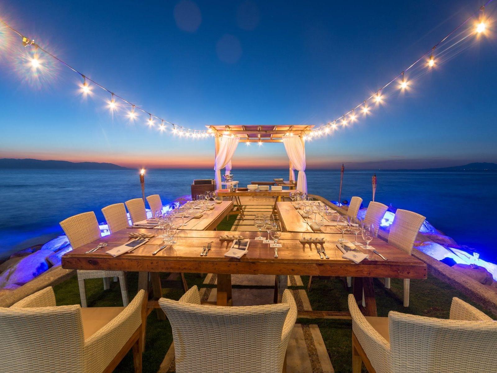 Cena junto al océano