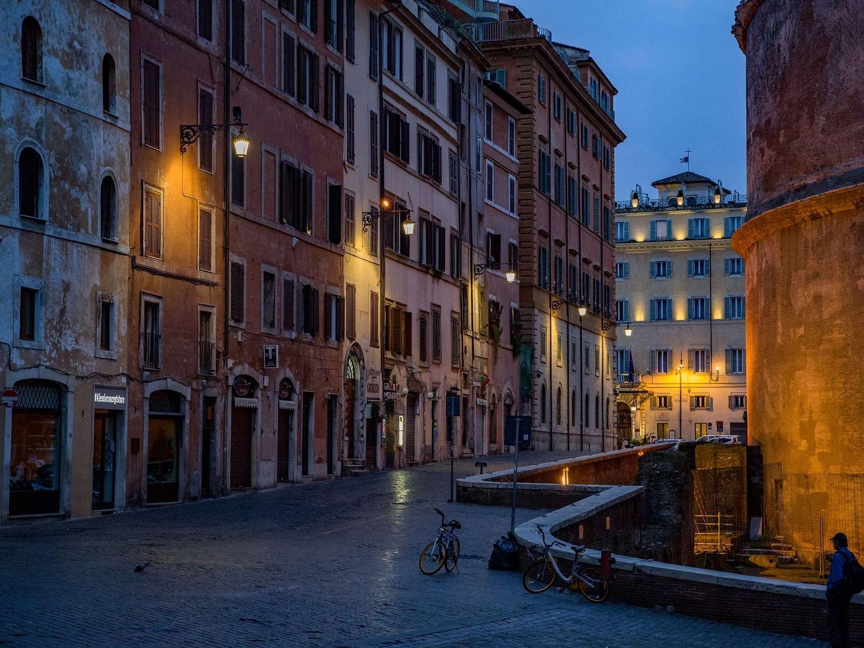 vicolo di Roma vicino Bettoja Hotels