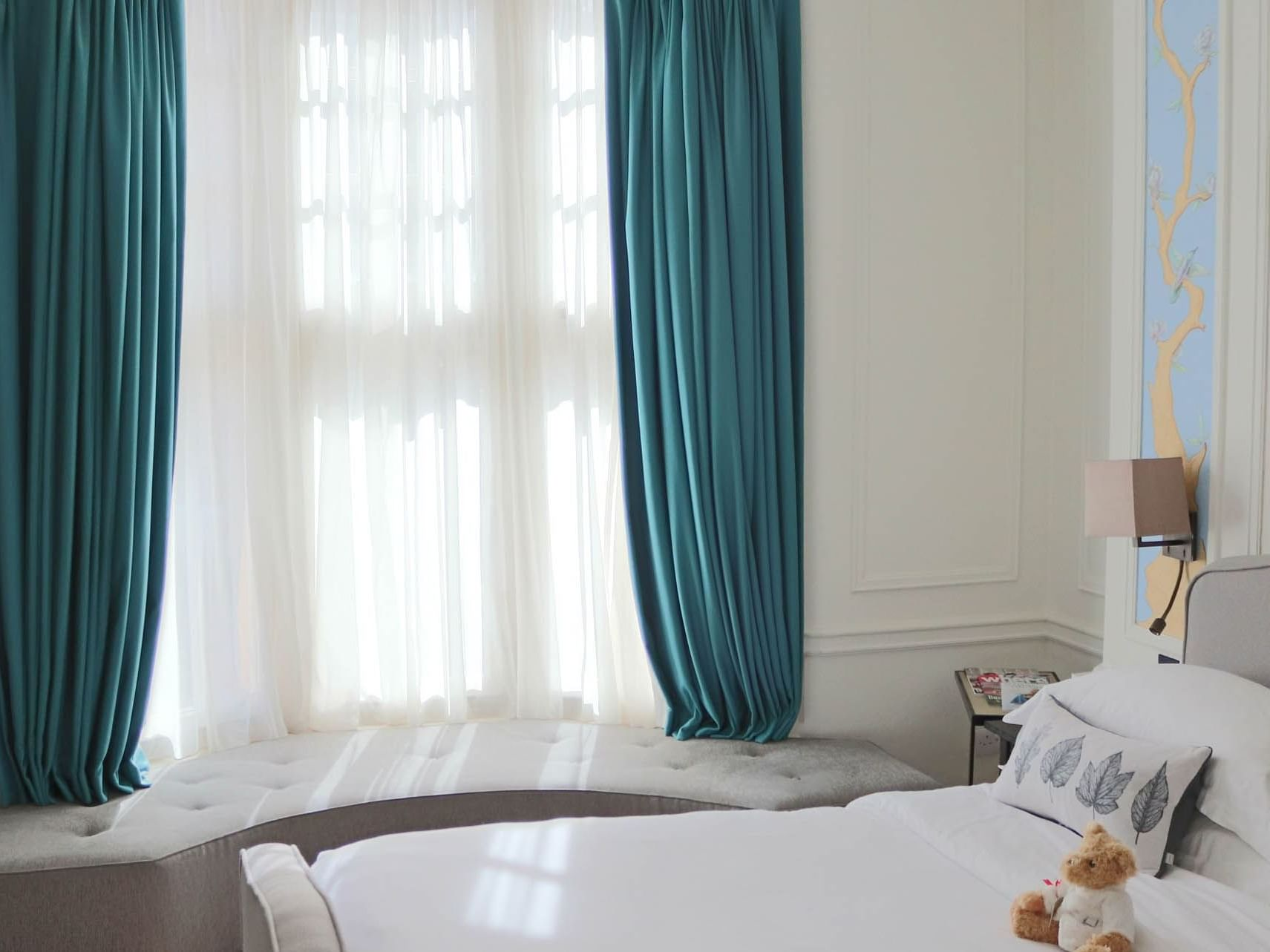 Club room with window seat at Sloane Square Hotel