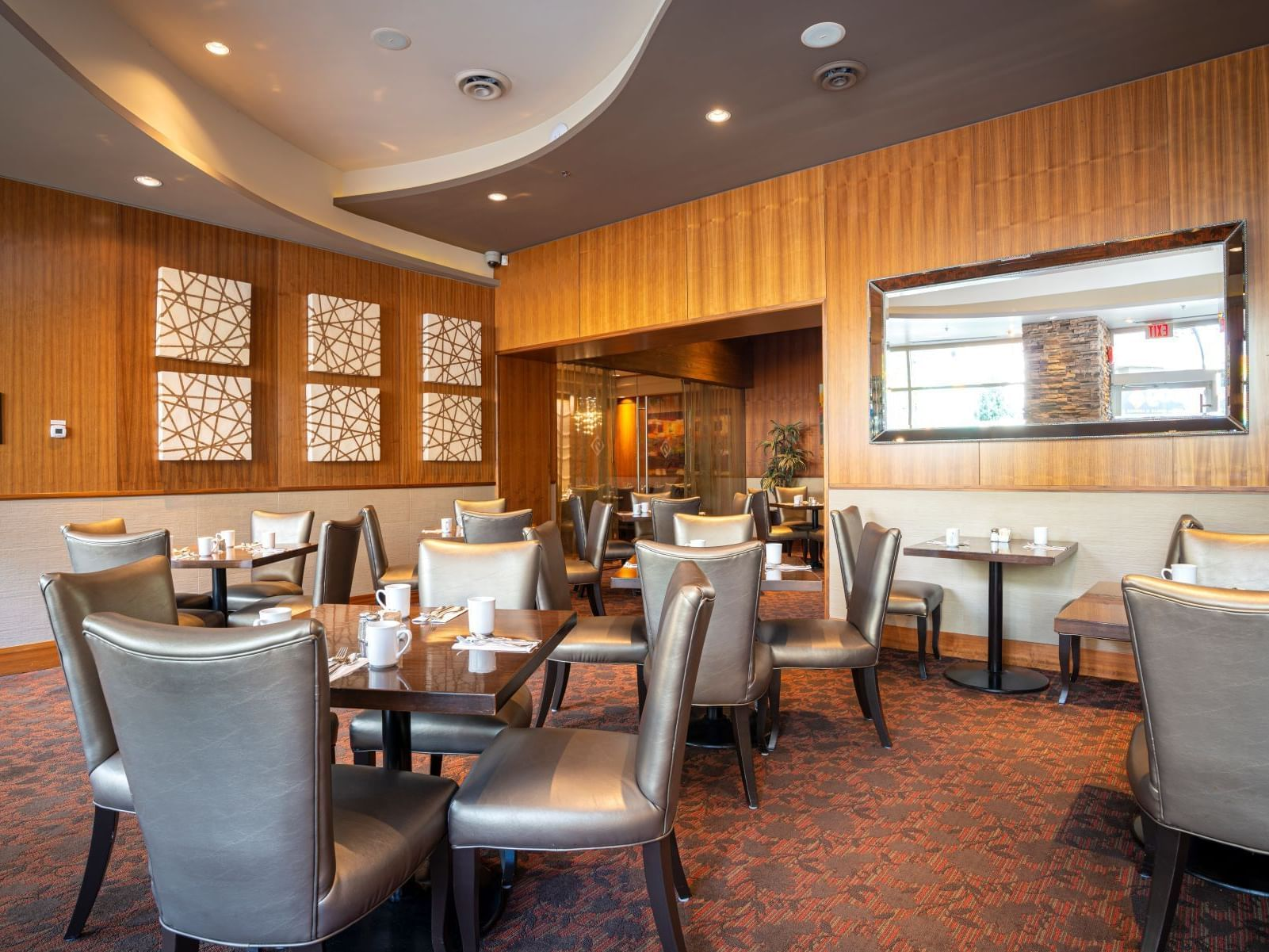 Edge Social Grille & Lounge