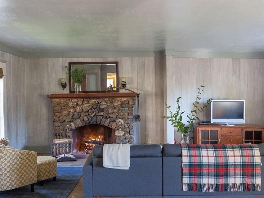 Eucalyptus House living room with sofa at Heritage House Resort