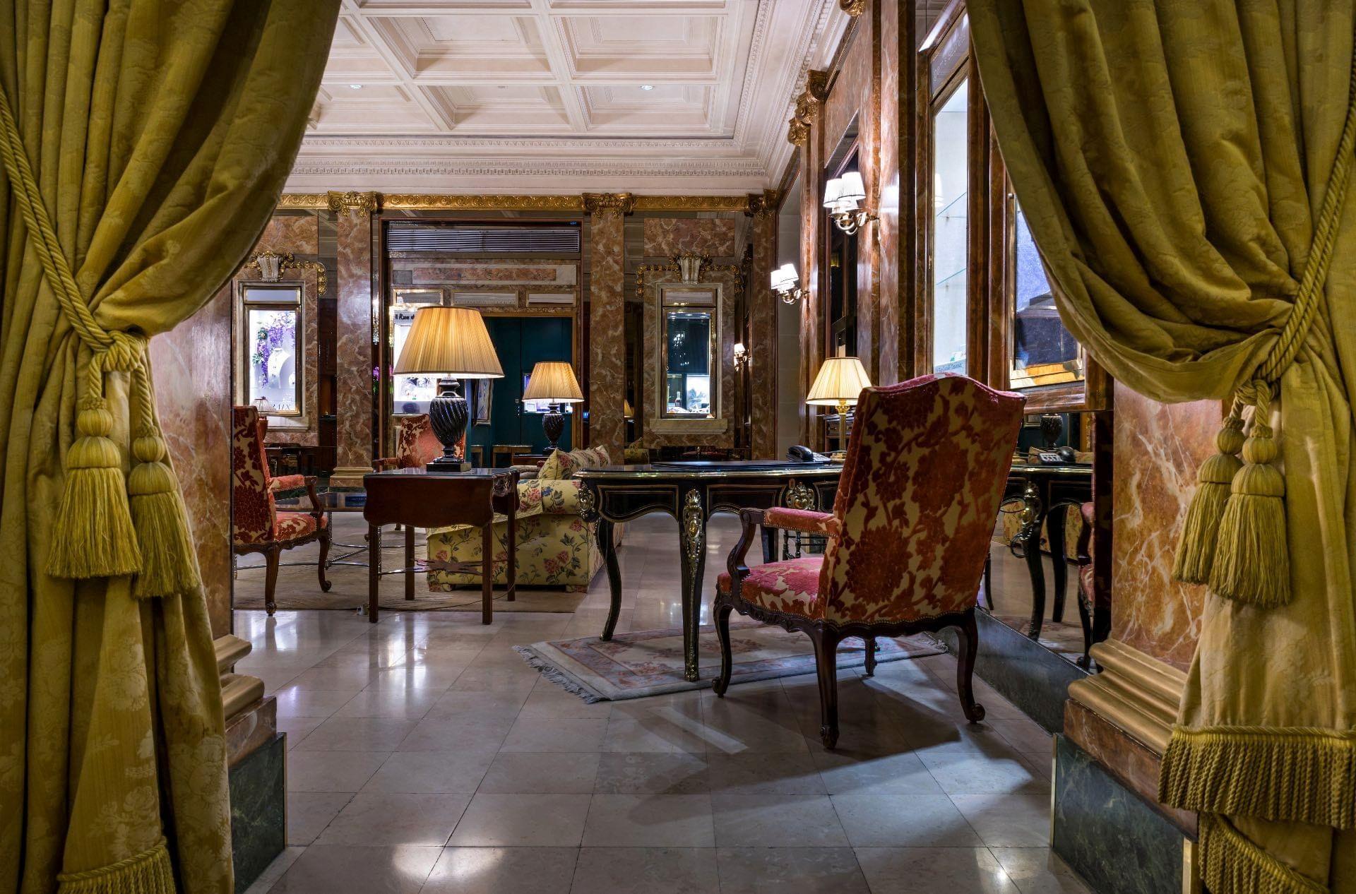 Hall du Westminster Warwick Paris