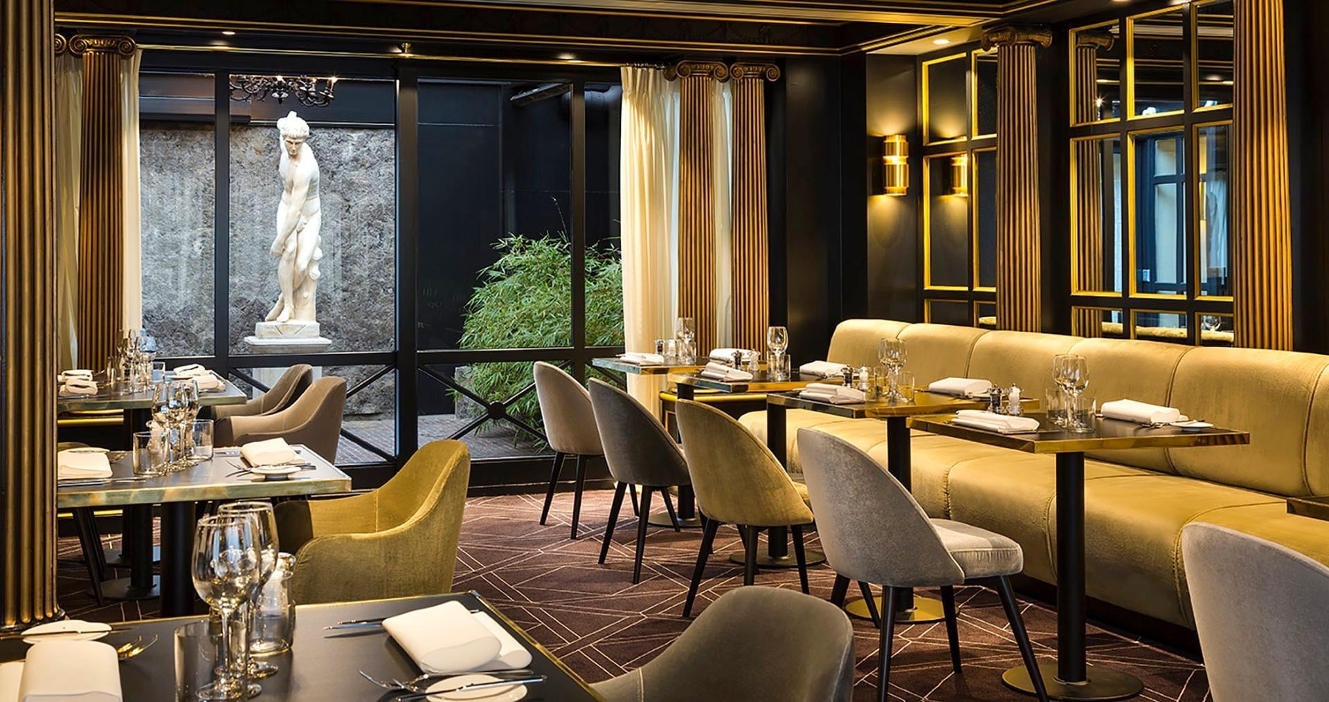 The Avenue Restaurant at Hotel Barsey by Warwick