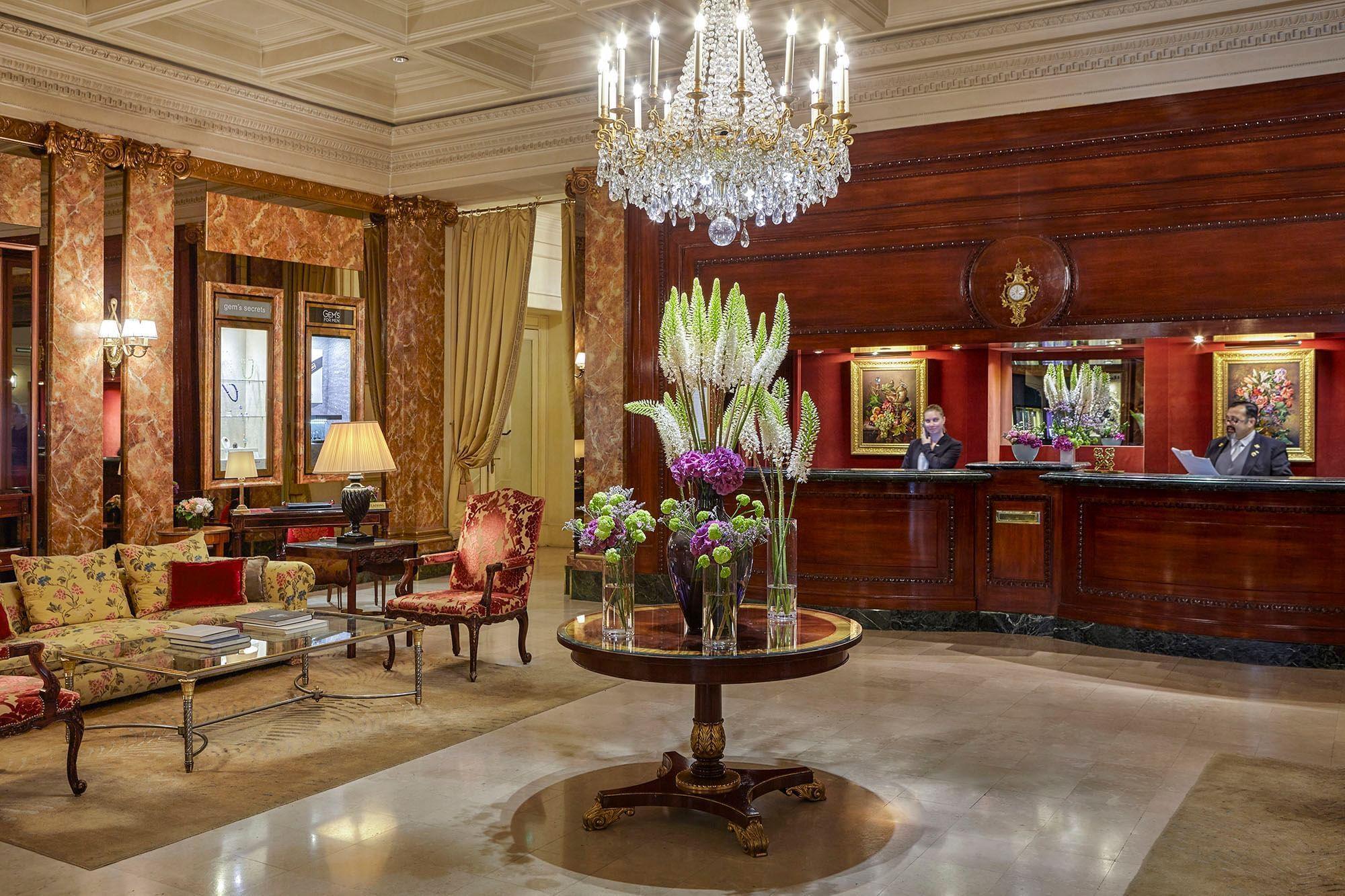Hall avec réception à l'Hôtel Westminster Warwick Paris