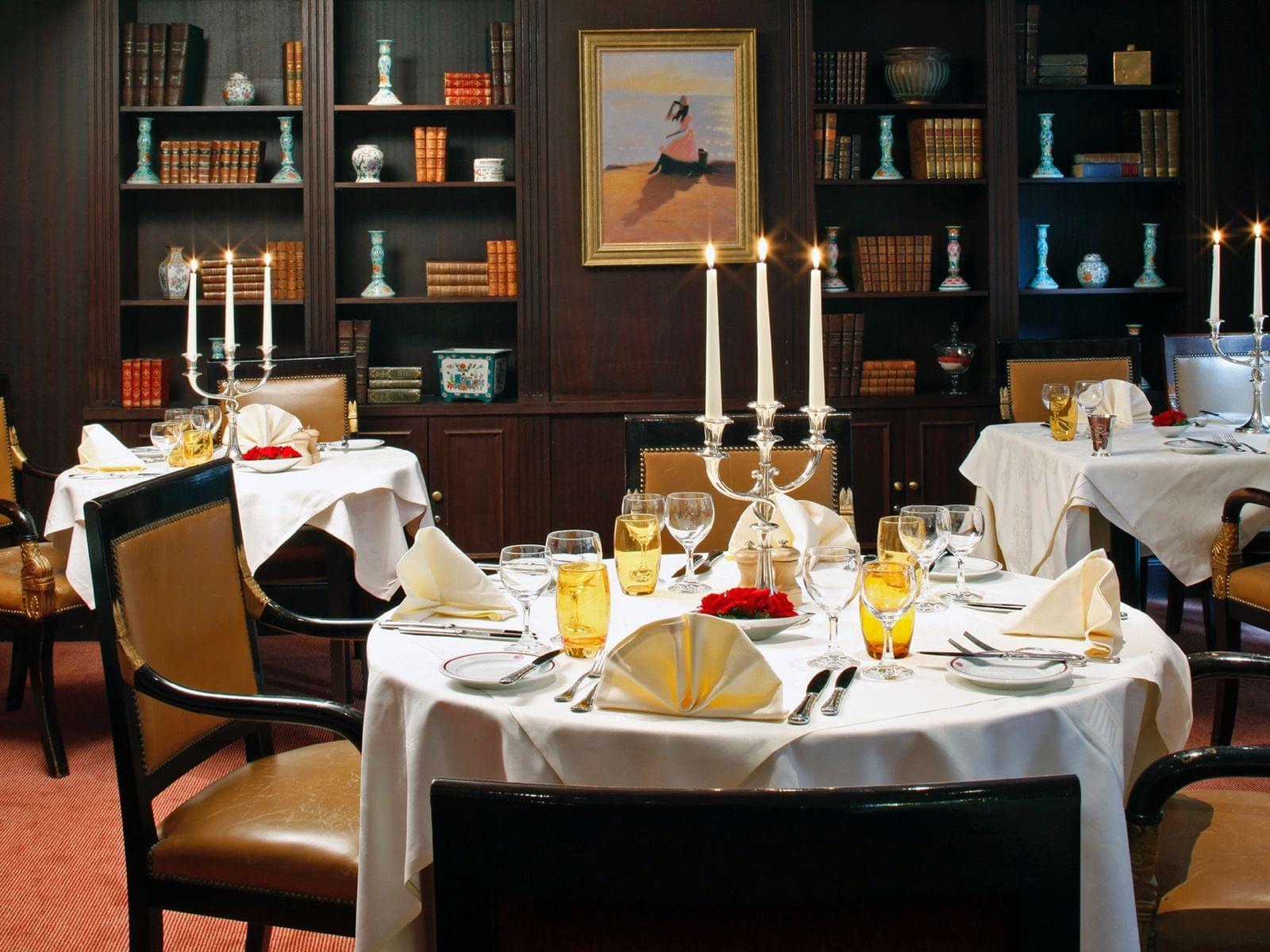 Salon Grand Place en configuration mezzanine à l'hôtel Warwick B
