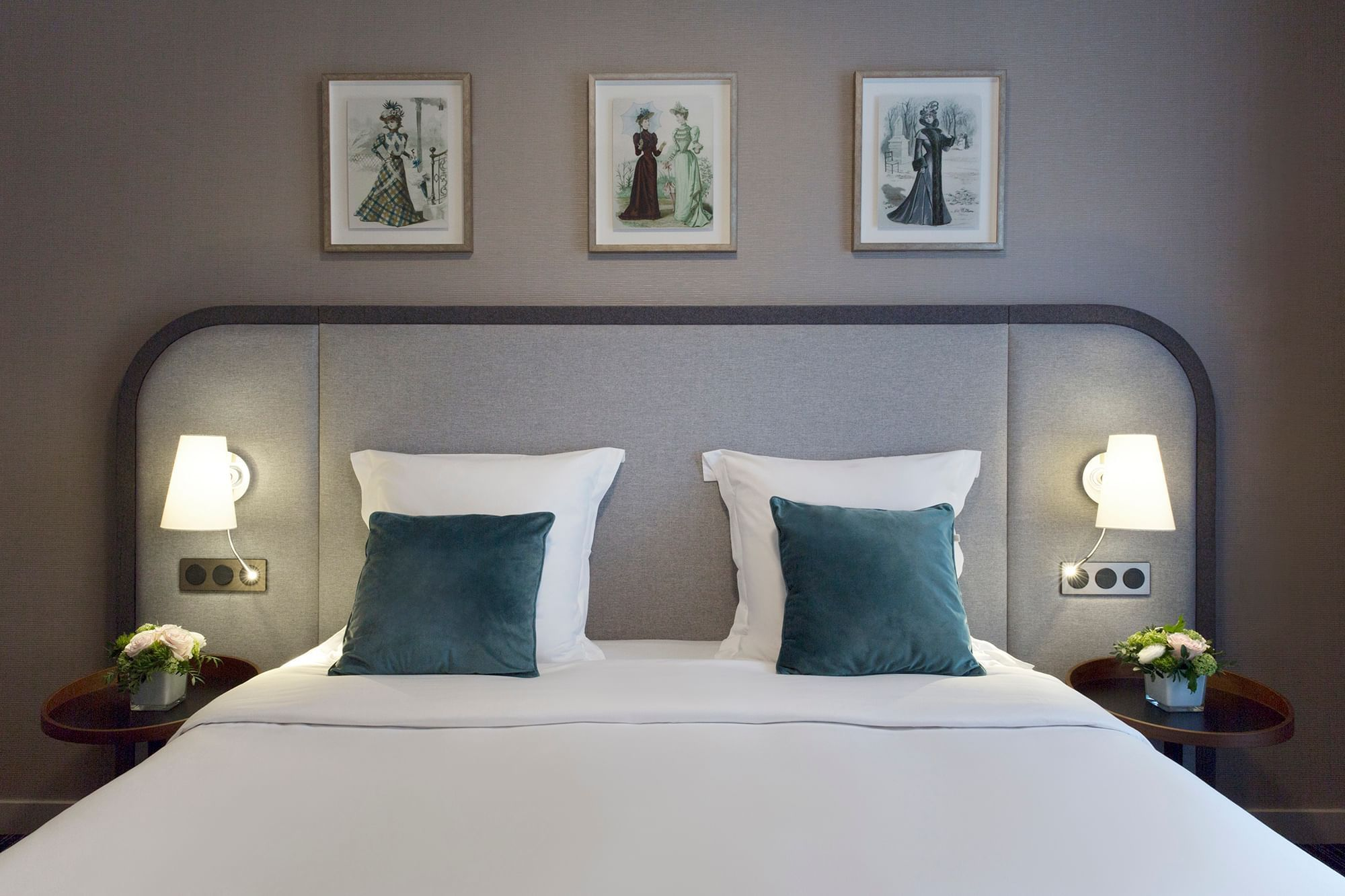 Bed of Executive Suite Warwick Reine Astrid Lyon