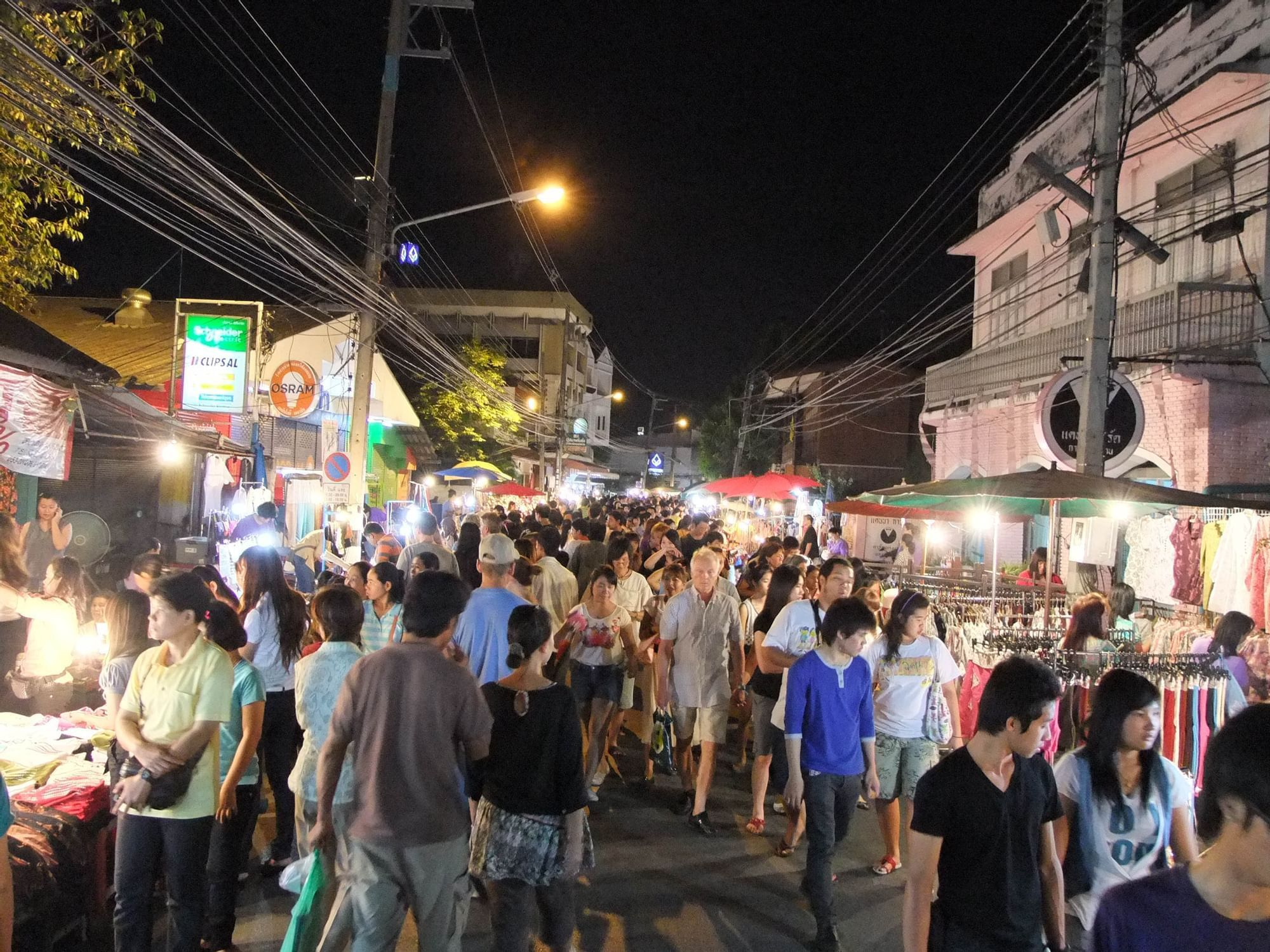 Thapae Walking Street (Sunday Night Market)