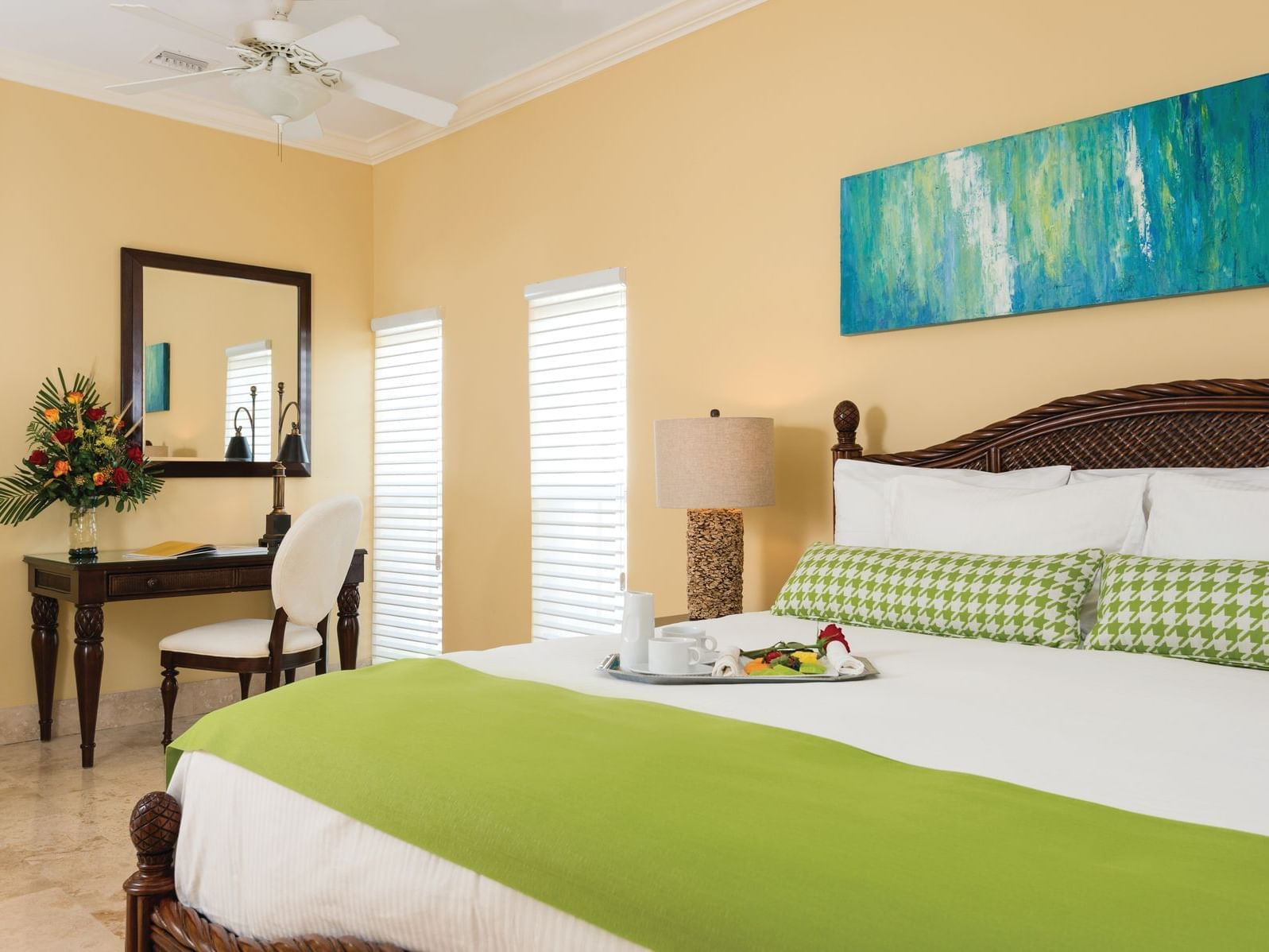 Bedroom of 1 Bedroom Junior Suite at Windsong Resort On The Reef