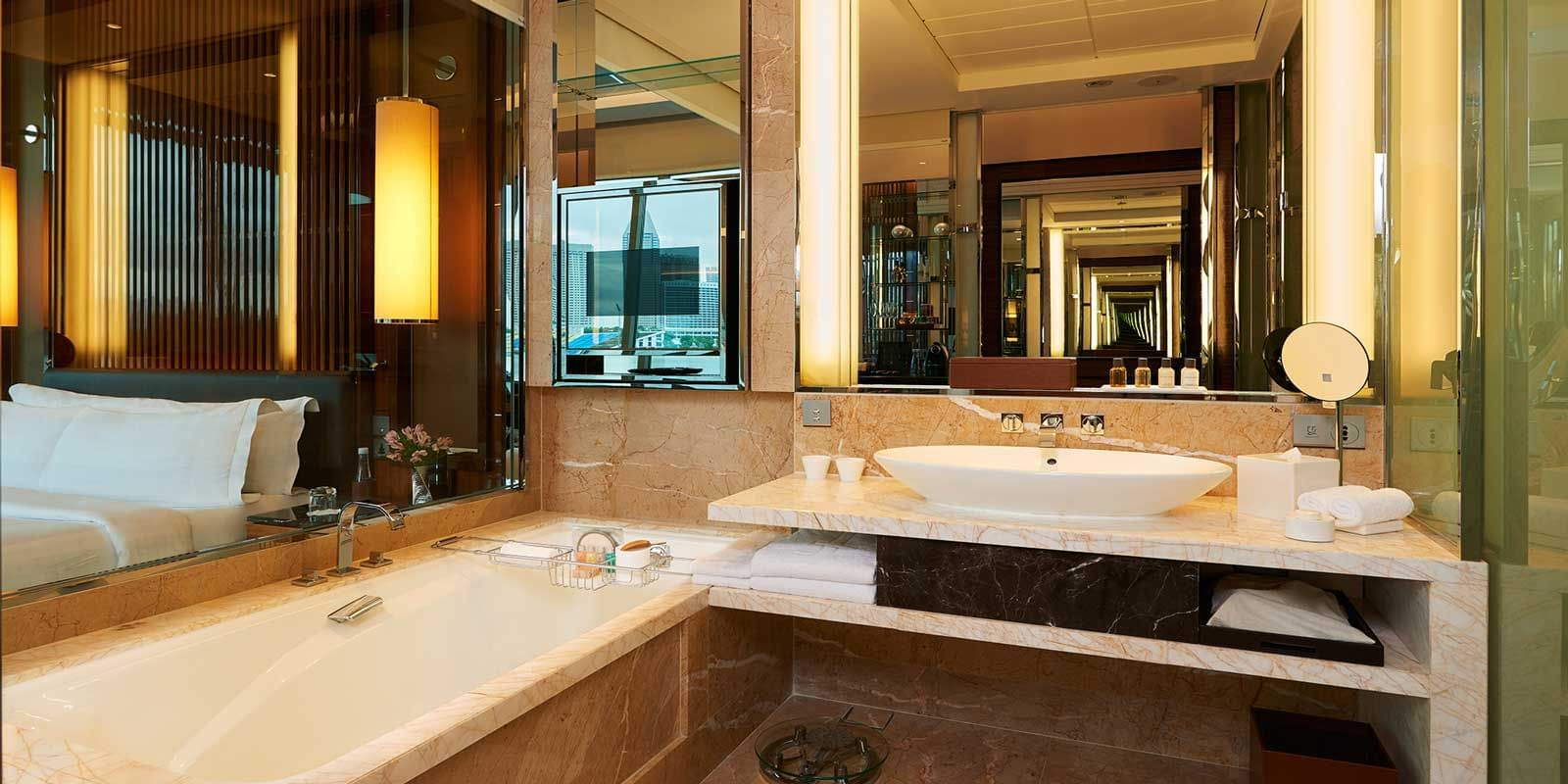 The bathroom with a bathtub in the Bay View Room at the hotel