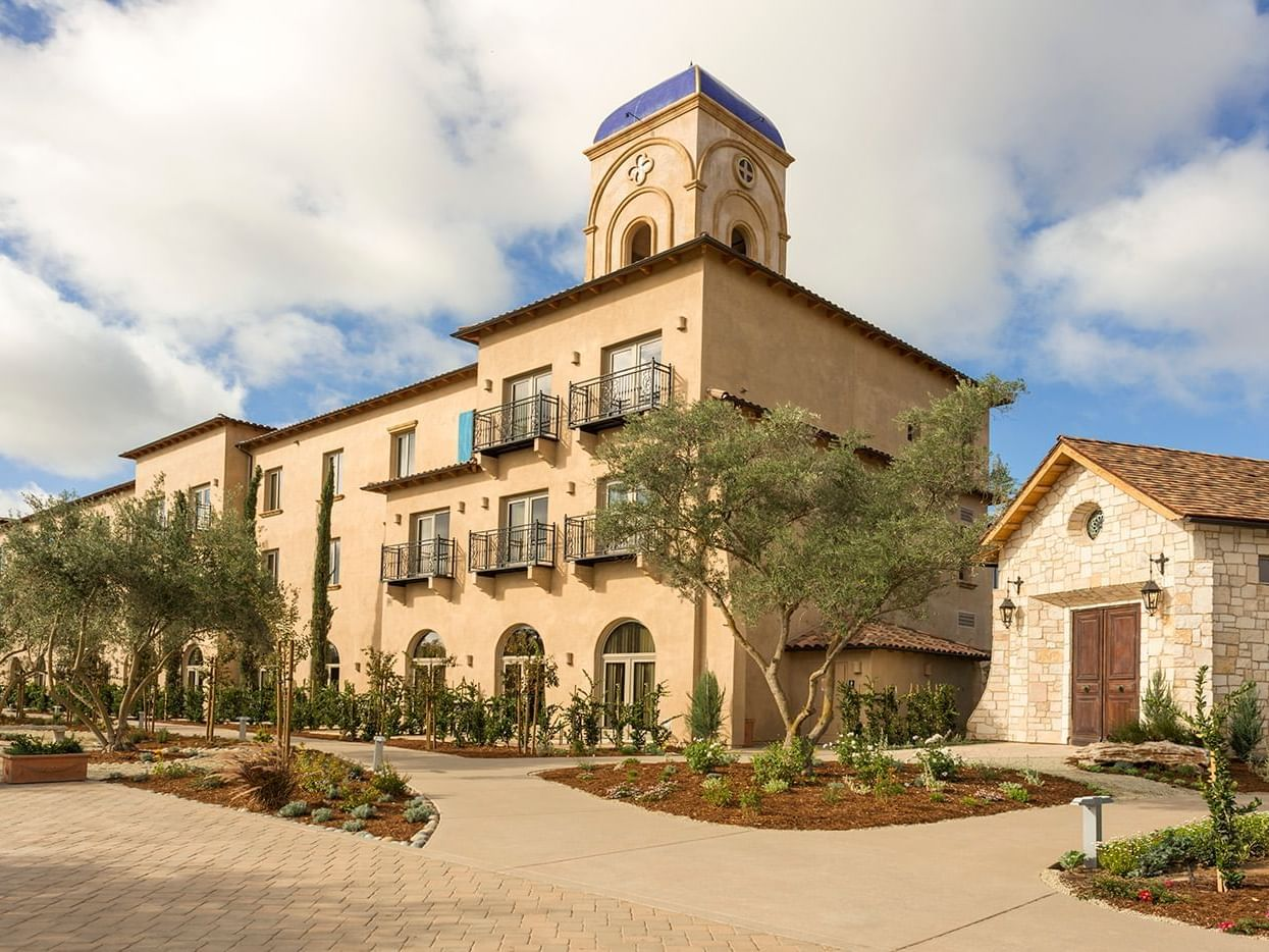 Exterior of Allegretto Vineyard Resort and courtyard