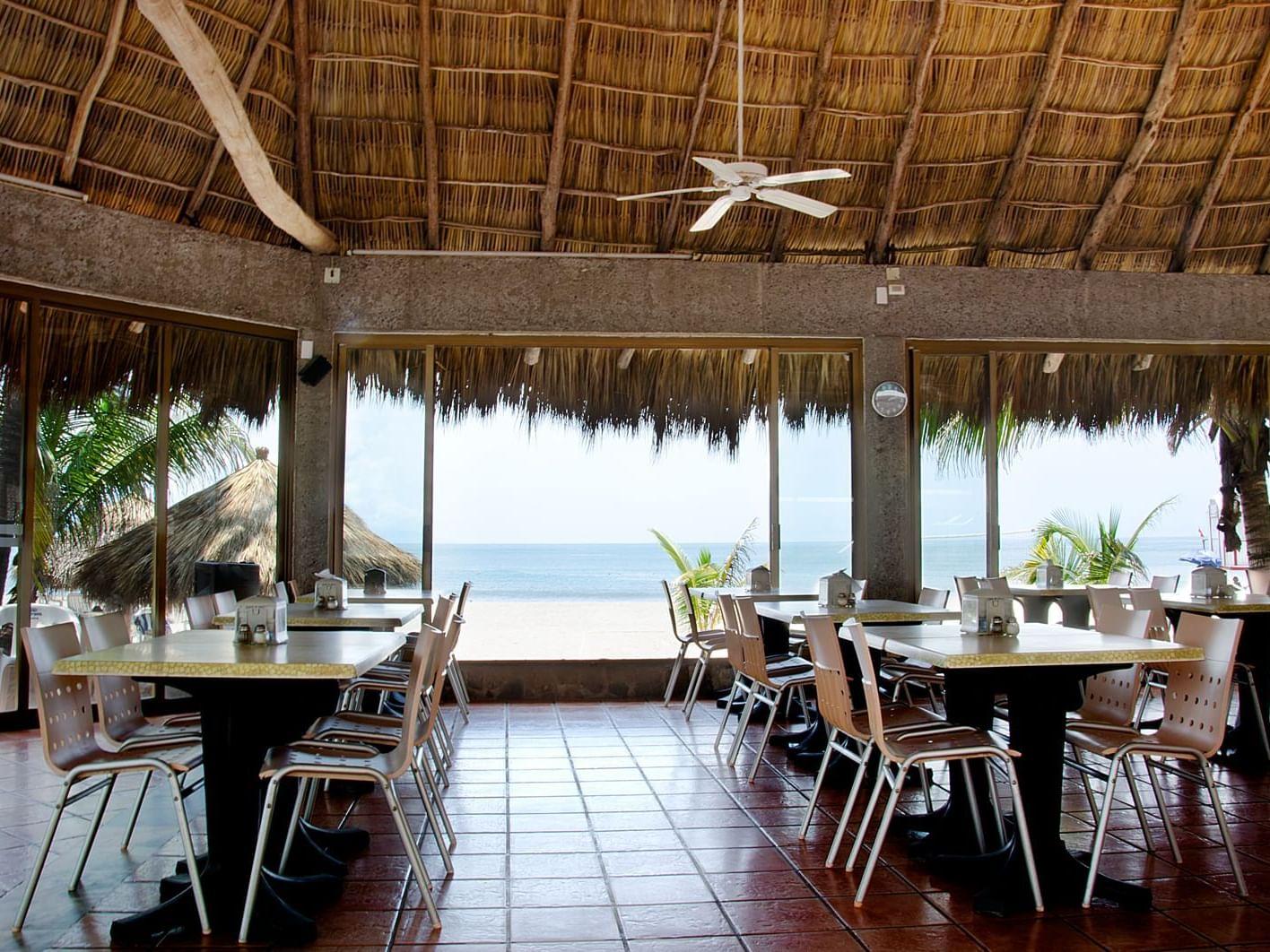Palapa Drake's Restaurante at Hotel Villa Varadero