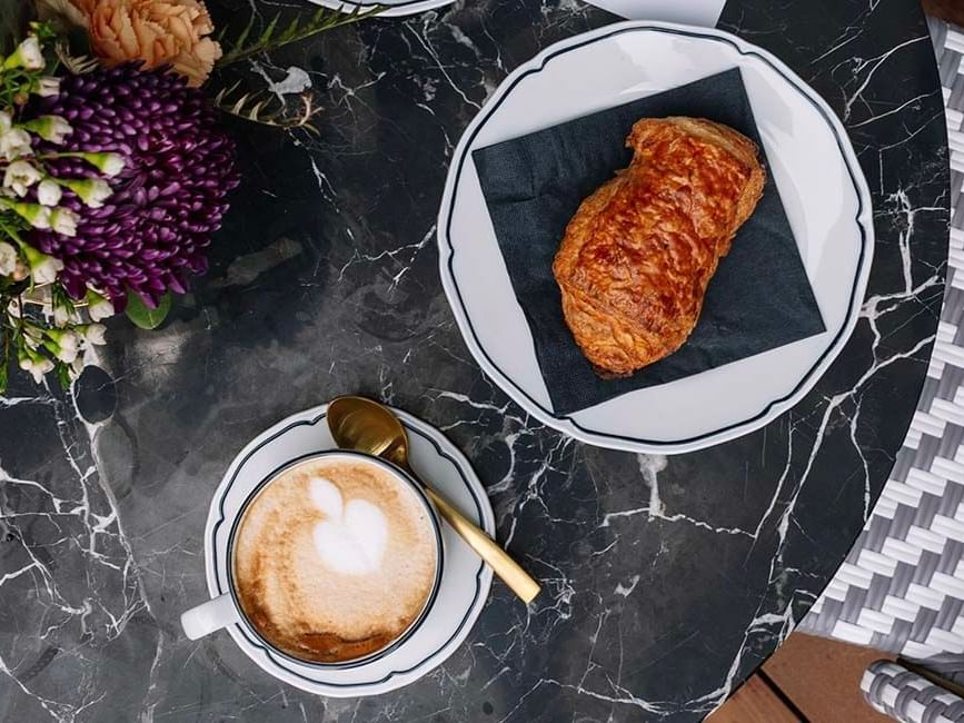 coffee and croissaint
