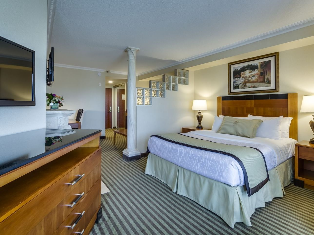 One Queen Bed - Monte Carlo Inns - Brand Site