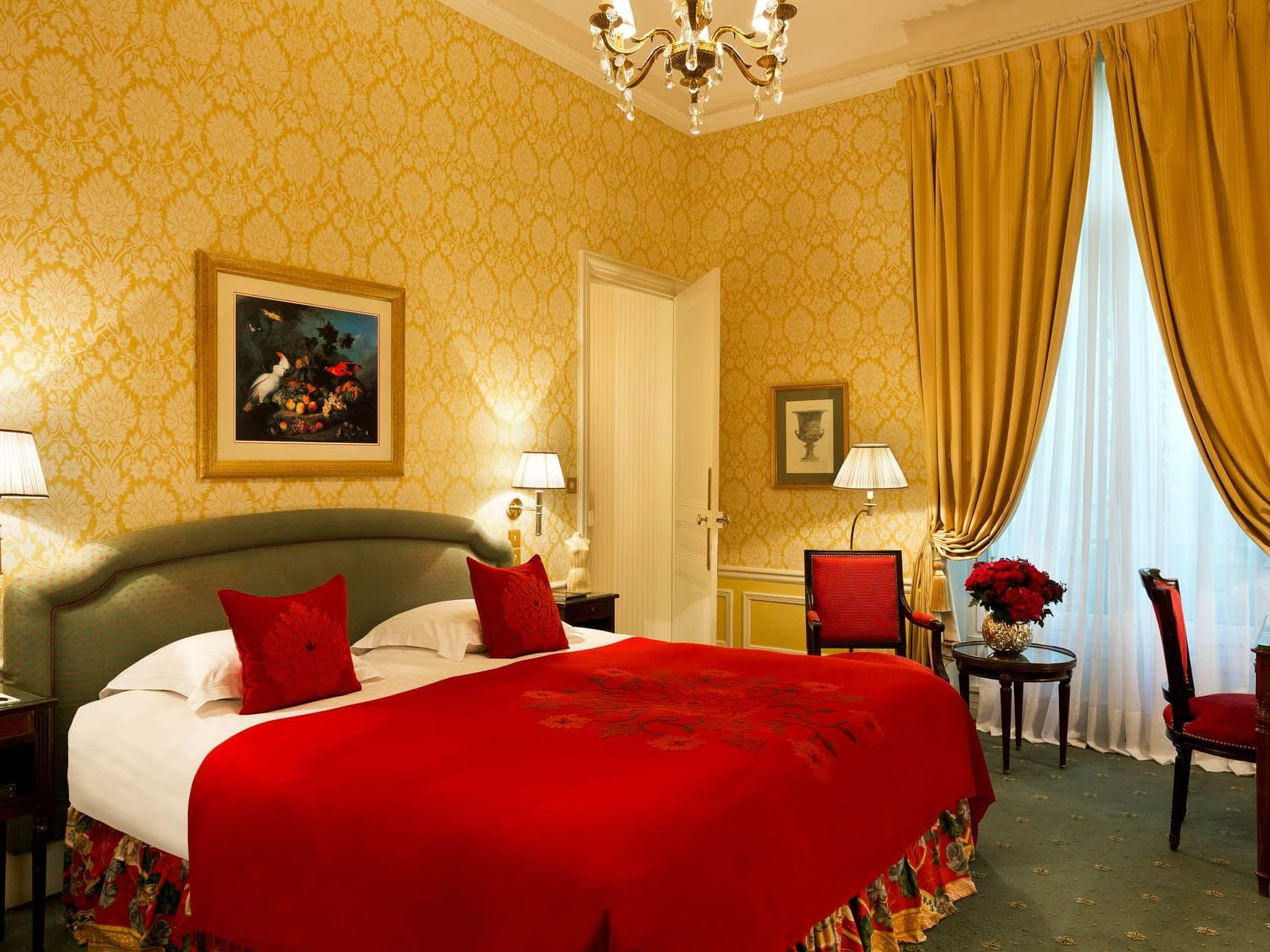 Classic Room at Hotel Westminster Paris