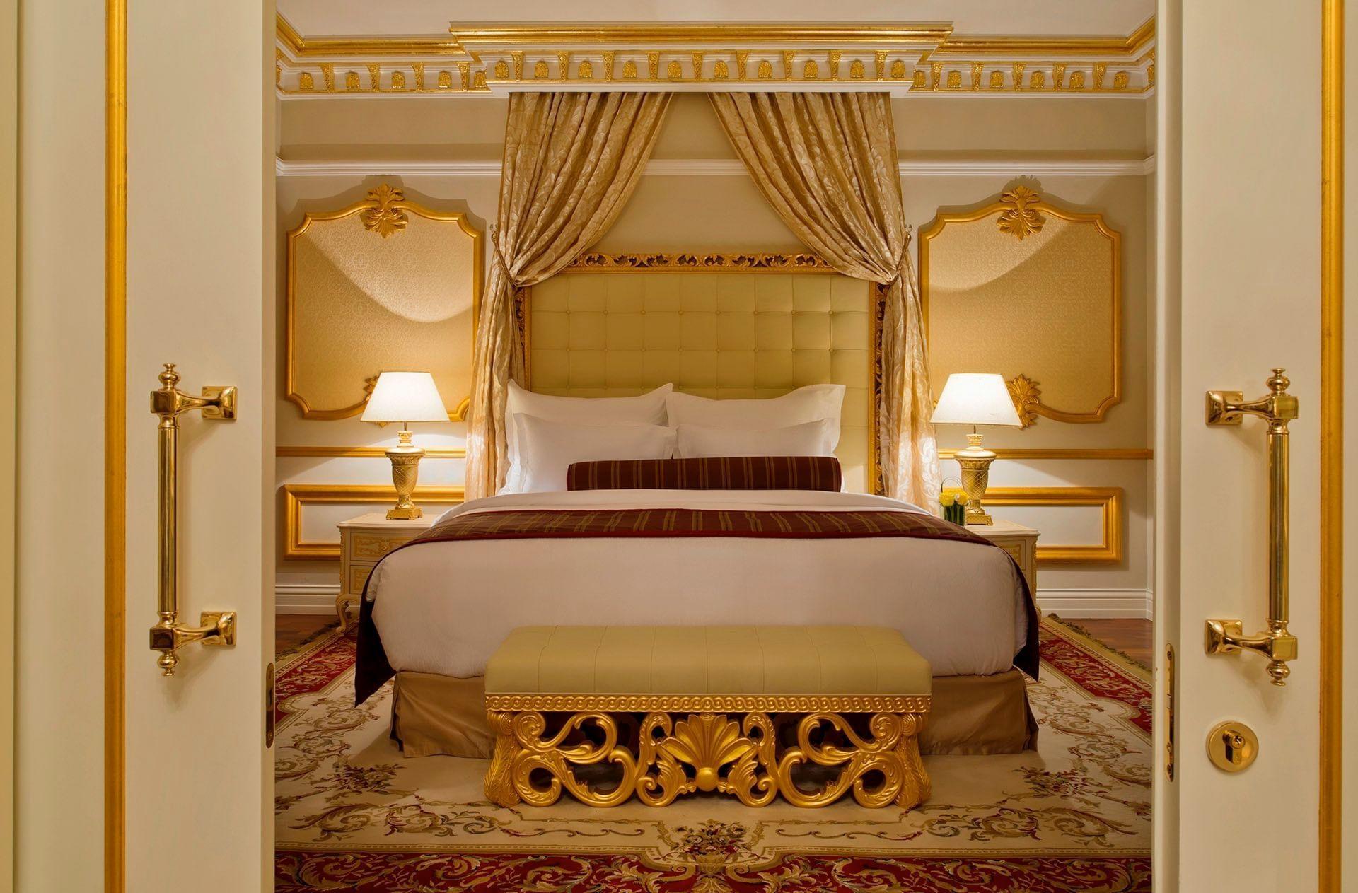 غرفة نوم في الجناح الملكيّ