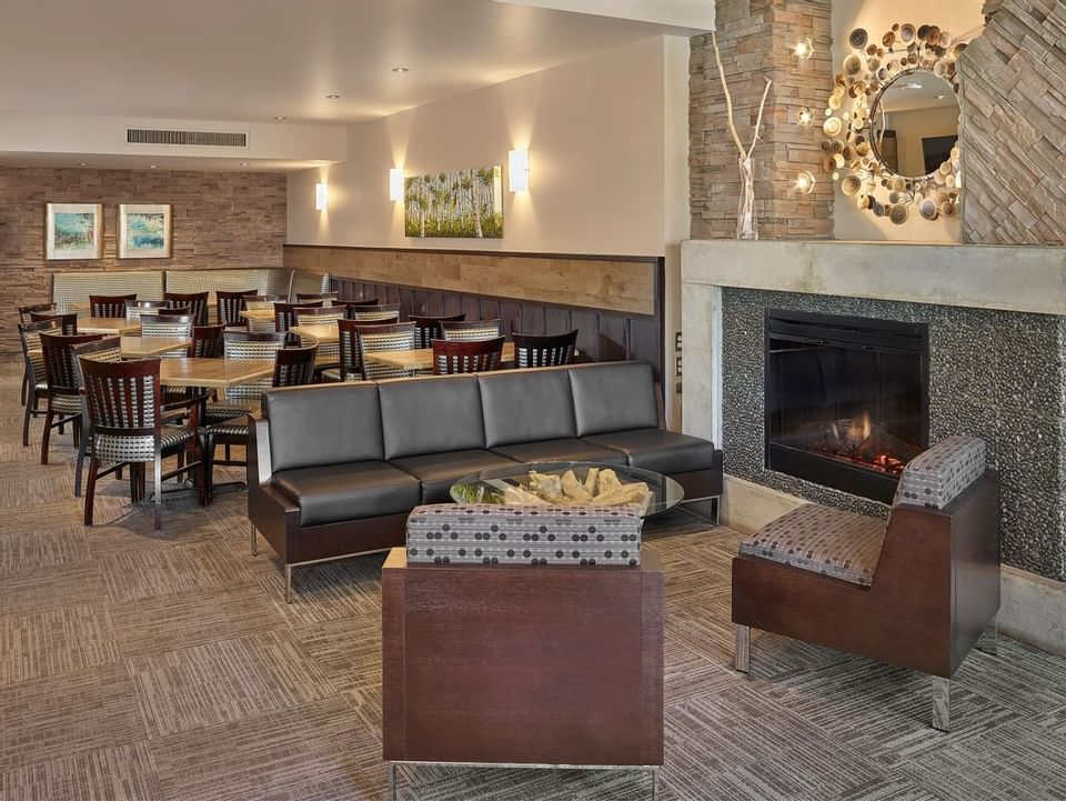 Hotel Lounge and dining area at Varscona Hotel on Whyte