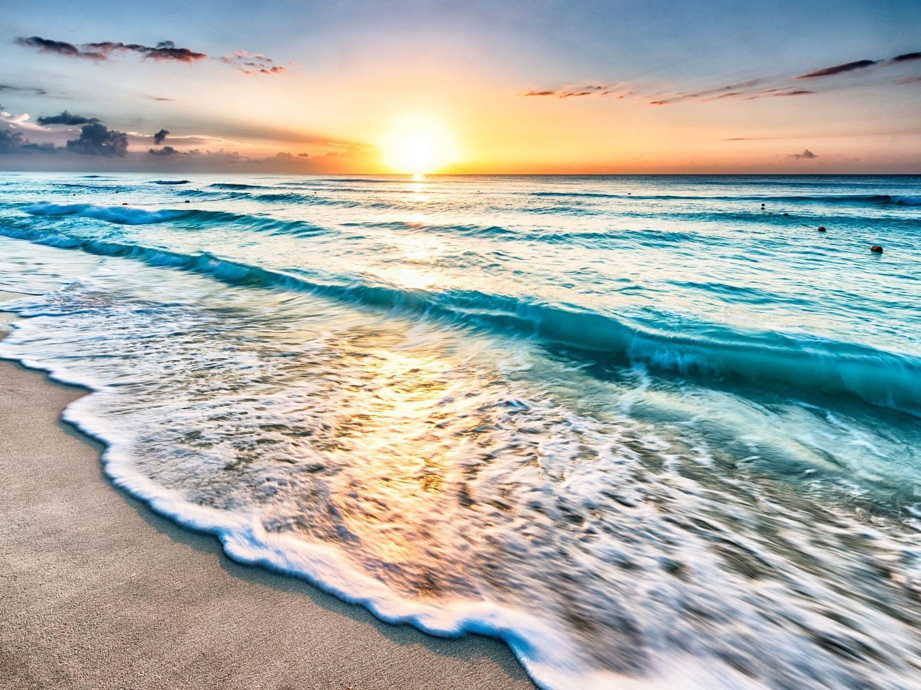 View of ocean at sunset near Daydream Island Resort