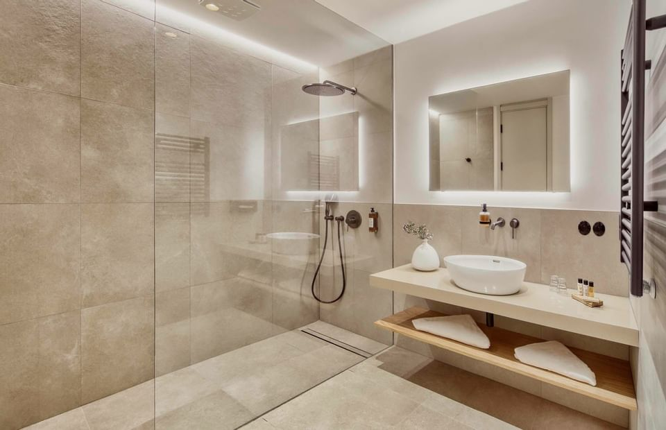 bathroom with big shower in Superior Room at Hotel Old Inn, Česk