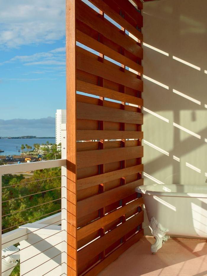 balcony with bathtub