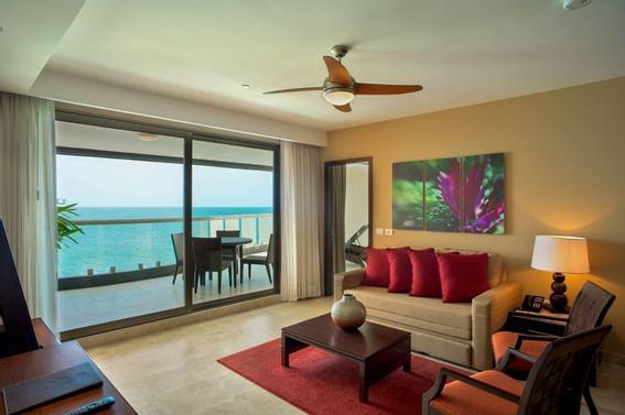 Suite at Sunset Plaza Beach Resort
