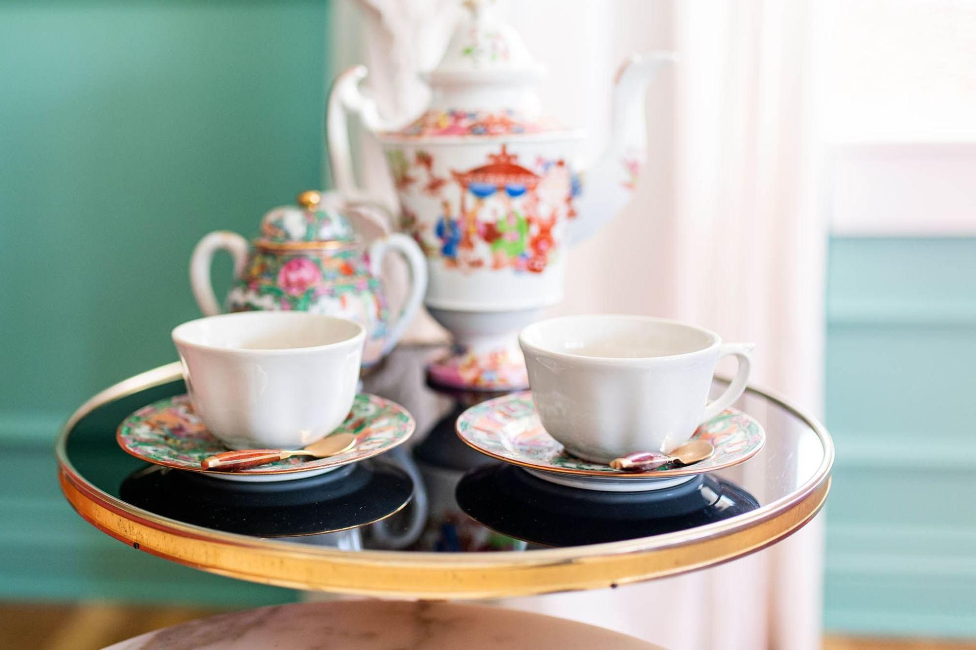 tea mugs on tray