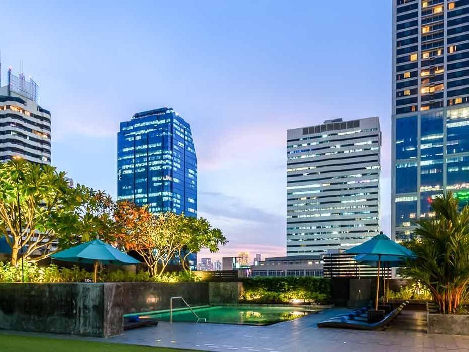 Rooftop plunge pool at Maitria Hotel Sukhumvit 18 Bangkok