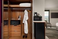 Coast Prince George Hotel by APA - Premium Soaker Junior Suite King(2)