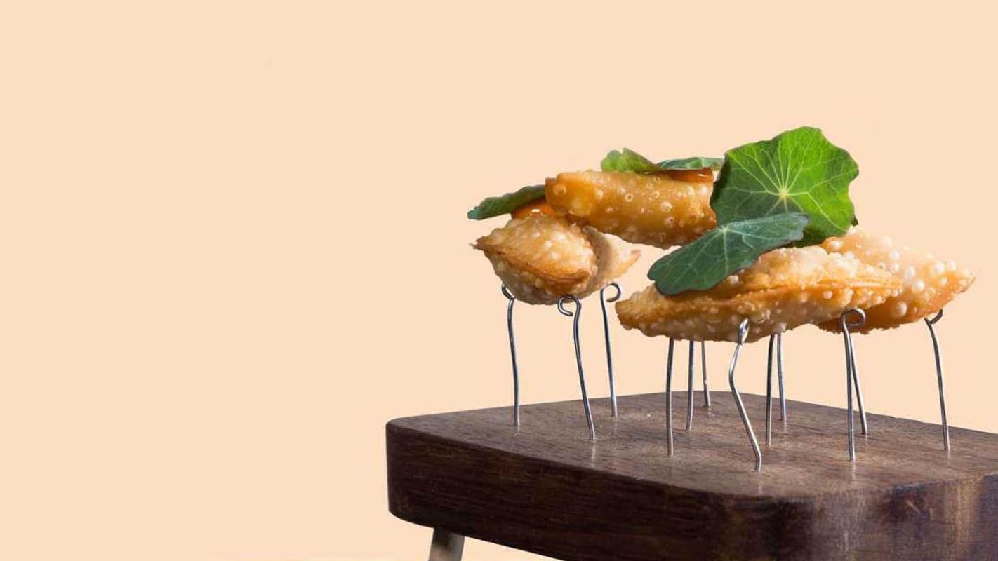 Empanadillas fritas del restaurante Virens en Almanac Group