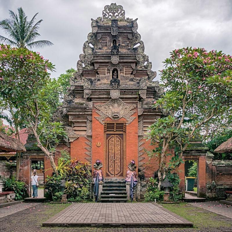 Ubud Palace & Ubud Market - WARWICK CORPORATE