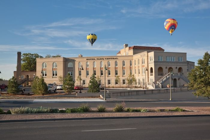 Hot air balloons over Hotel Parq Central