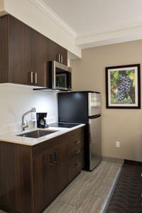 Coast Oliver Hotel - Comfort Room Queen Queen - Galley Kitchen(2)