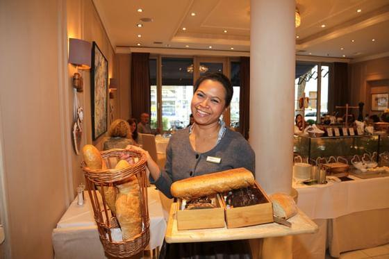 Frühstücks Service im Hotel München Palace