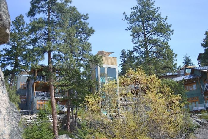 Outdoor glass elevator at Outback Lakeside Vacation Homes